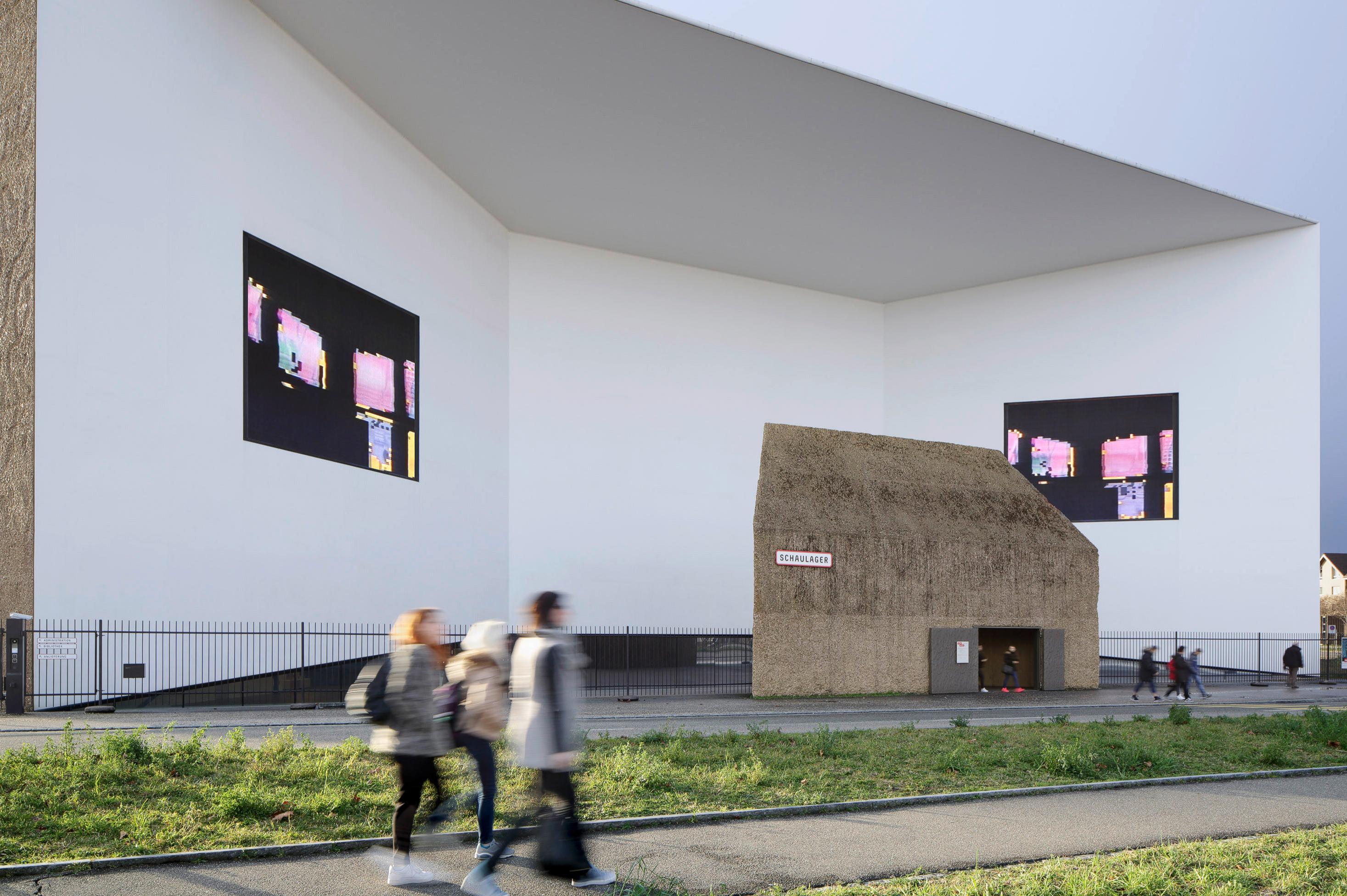 ###La Fondation Emanuel Hoffmann###En 1933, Maja Hoffmann-Stehlin, qui deviendra plus tard Maja Sacher-Stehlin (1896-1989), crée la Emanuel Hoffmann-Stiftung afin de poursuivre son engagement en faveur de l'art contemporain qu'elle partageait avec son mari décédé prématurément. En 1941, elle engage le dépôt de la collection à la Öffentliche Kunstsammlung Basel. En 1980, elle sera à l'origine du Museum für Gegenwartskunst, l'un des premiers musées d'art contemporain du monde, dont elle finance la construction.> [Plus d'info](https://kunstmuseumbasel.ch/fr/collection/collections-particuli%C3%A8res/emanuel-hoffmann-stiftung)