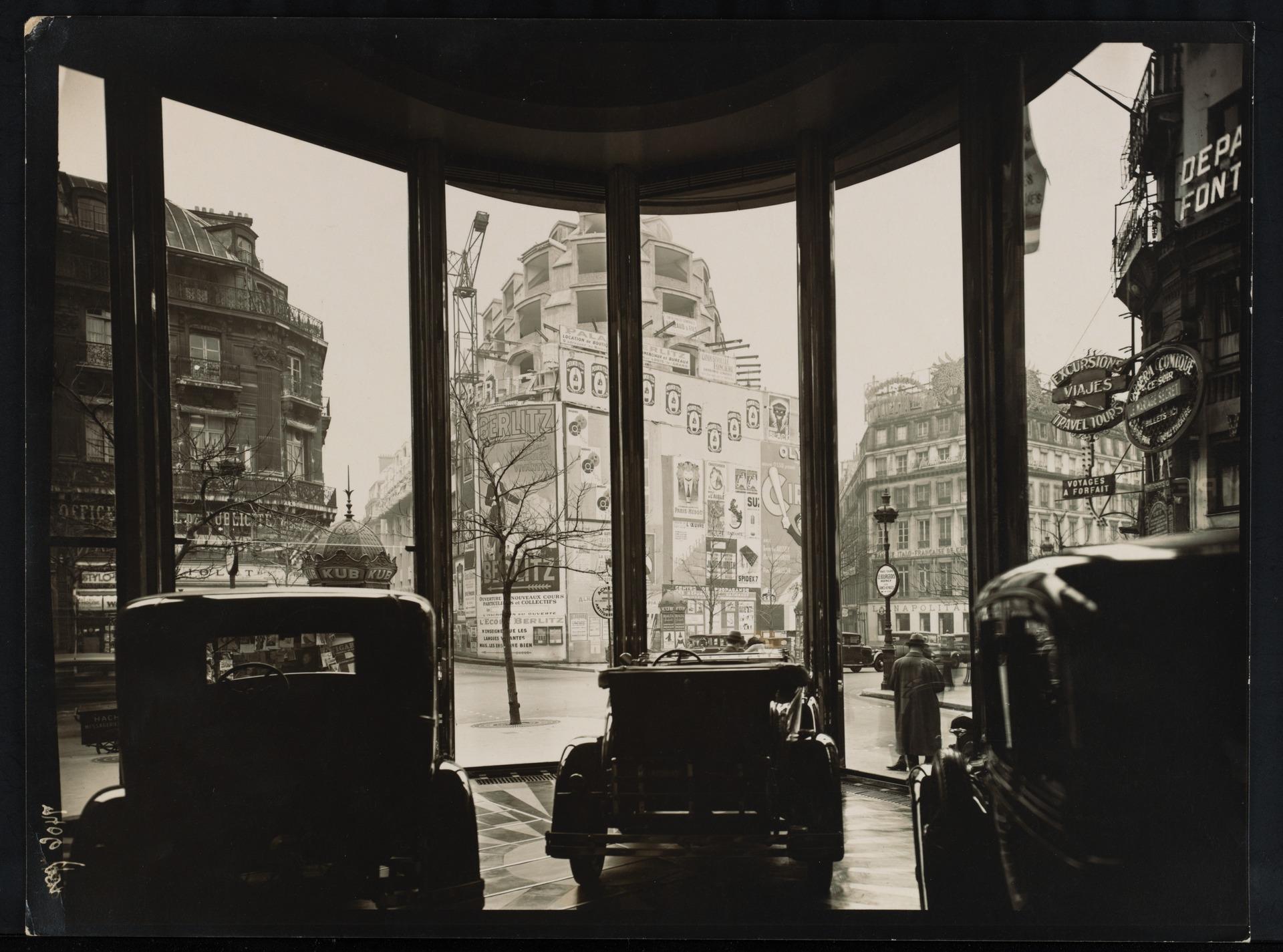 Magasin d'automibles, à Paris; architecte: Michel Roux-Spitz, 1931.